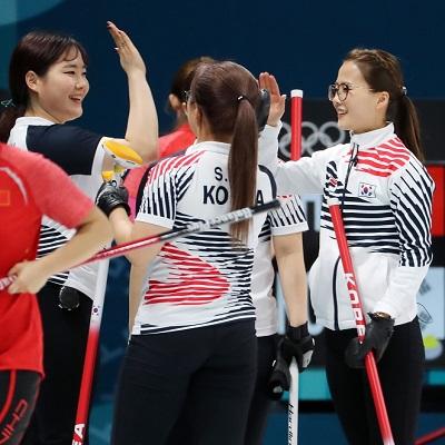 '짜릿한 설욕' 여자 컬링, 중국전 승리