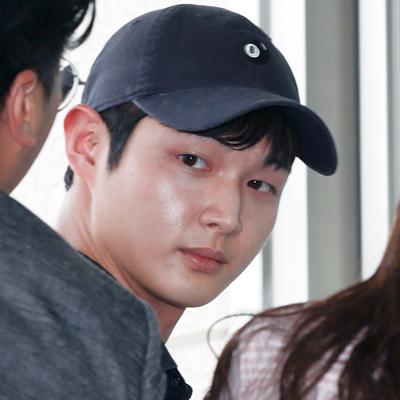 배우 이서원, 동료 연예인 강제추행·특수협박 혐의로 검찰 출석