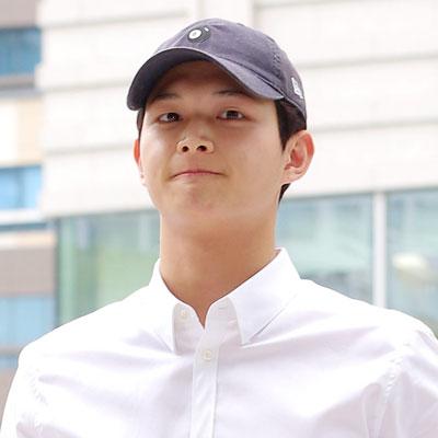 '강제추행·특수협박 혐의' 첫 공판 참석한 이서원