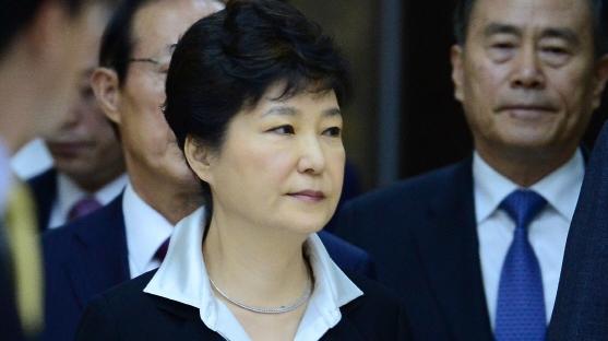 """""""임기 내 완수"""" 개헌 의사 밝힌 '朴대통령' 의도는"""