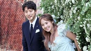 [공식입장 전문] 유진♥기태영, 둘째 임신…가을 출산 예정