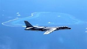 '中폭격기' 남중국해 인공섬 착륙하자마자 美 곧바로
