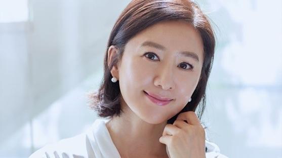 """[SE★인터뷰] 김희애 """"인생의 첫 번째는 '하루에 충실하자'...생활이 더 심플한 편"""""""