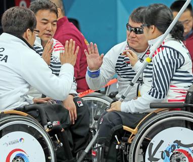 휠체어컬링 오벤져스, 영국·중국마저 넘고 예선 1위로 4강행
