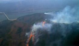 """[영상] 하늘에서 본 강원 산불…어마어마한 속도로 퍼진 화마 """"진화에 총력"""""""