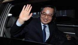 """떠나는 김동연 """"우리 경제 어려운 상황...이런 문제 푸는게 정치"""""""