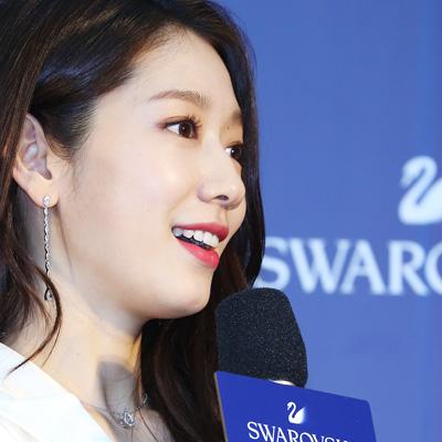 박신혜 X 스와로브스키와 함께 준비하는 미리 크리스마스