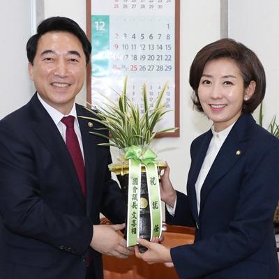 나경원 신임 자유한국당 원내대표 취임