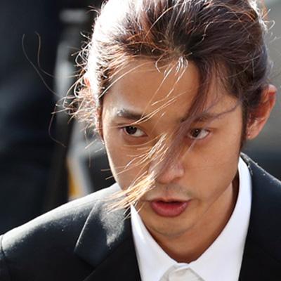 '성관계 몰카' 정준영 출석 '조사 성실히 받겠다'