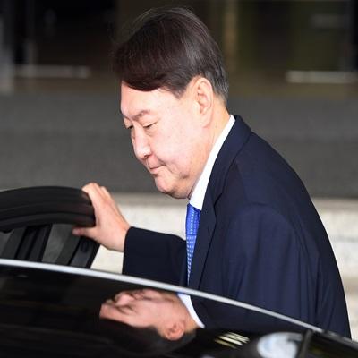 文, 신임 검찰총장 후보자에 윤석열 서울중앙지검장