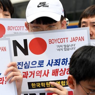 9일 서울 종로구 옛 일본대사관 앞에서 서울-인천-경기지역 학생 150명과 학원교육자 250명이 일본 무역보복 규탄 기자회견을 열었다./성형주기자