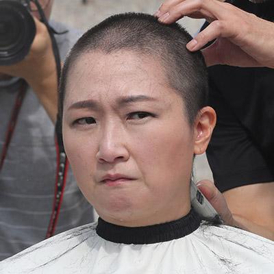 '조국 임명 철회' 이언주 삭발식 현장