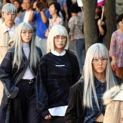 16일 오후 '서울 365-스트리트 패션쇼'가 덕수궁 돌담길에서 열렸다./이호재 기자