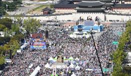 """광화문광장 反 조국 집회 시민 """"조국 동생 영장기각에 분노"""""""