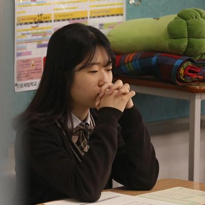 15일 서울 마포구 서울여자고등학교에서 3학년 학생들이 2020학년도 대학수학능력시험 전 마지막 모의고사인 '전국연합학력평가'를 치르고 있다./성형주 기자