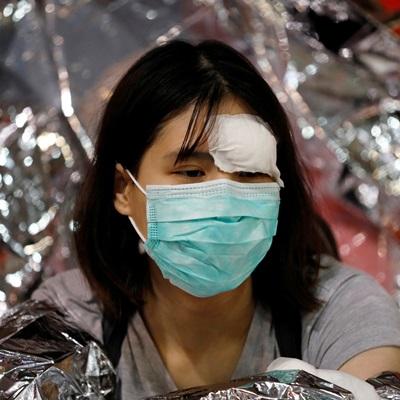 홍콩 시위가 격화하는 가운데 홍콩 경찰이 18일 시위대의 '최후 보루'인 홍콩 이공대에 진입해 시위대와 치열한 공방전을 벌였다.