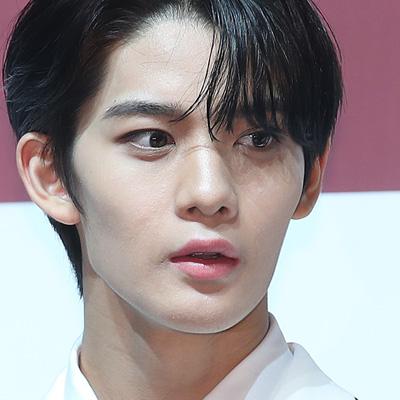 씨아이엑스(CIX), 미니앨범 '헬로' 챕터 2. 안녕, 낯선공간 쇼케이스
