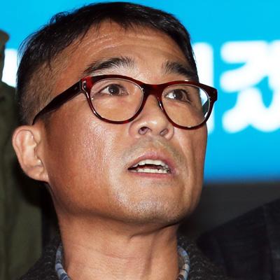 '성폭행 의혹' 피의자 조사 마친 김건모