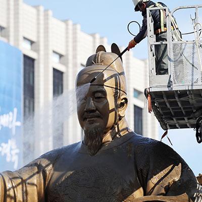 봄맞이 광화문 광장 동상 물청소