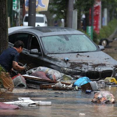 남부지역에 집중호우로 산사태와 침수, 토사 유출 등 피해가 속출하고 있다.