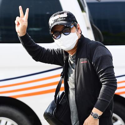 임지훈-김소유, KBS 방송국 앞 출근길 인사