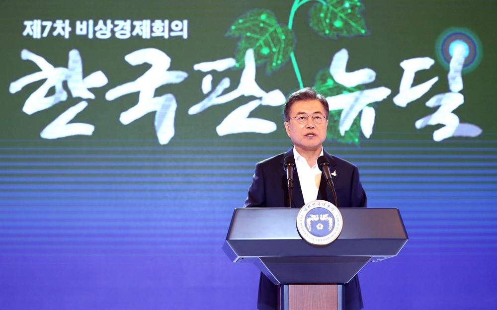 """""""일자리 190만개 창출"""" 한국판 뉴딜 청사진 내놓은 文"""