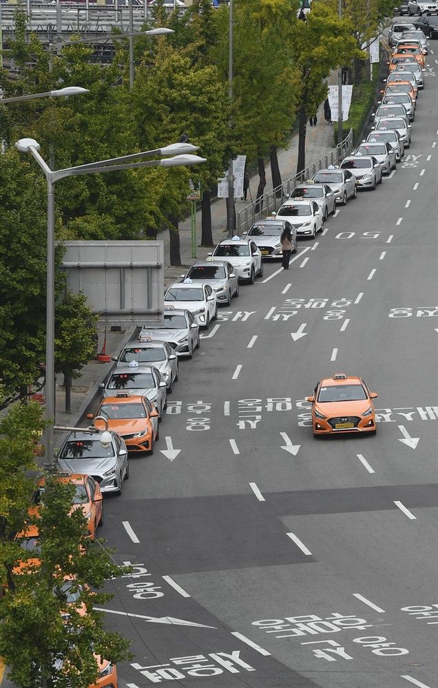 '태울 승객이 없다'…택시 1만2,000대 휴업
