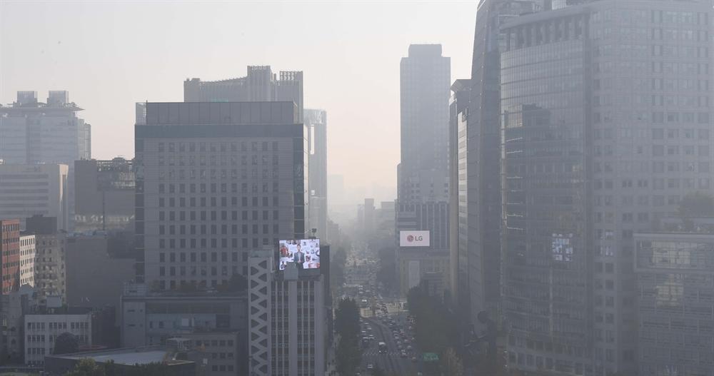 '저녁 아닙니다' 초미세먼지 덮친 서울하늘