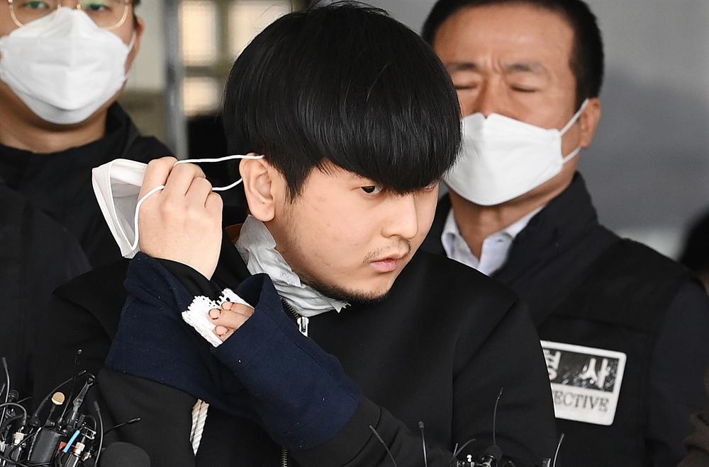 마스크 벗는 김태현