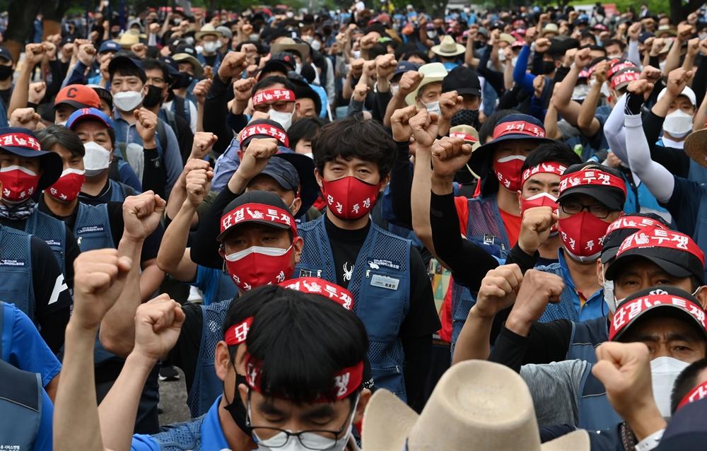 """""""우린 죽어가고 있다!"""" 택배 노동자 집회"""
