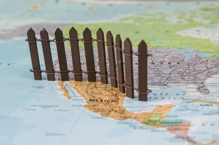 미 하원의원, '월 코인'으로 멕시코 국경장벽 건설 후원 검토