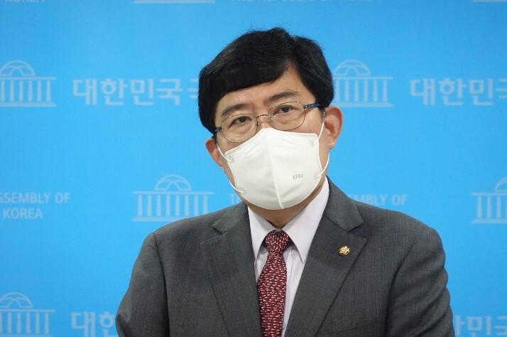 """""""암호화폐 거래소 전문은행 만들자""""…윤창현 의원 특금법 개정안 발의"""