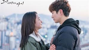 [2018 명작열전①] '그냥 사랑하는 사이' 사랑, 그 위대한 치료제