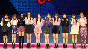 "FNC 신인 10인조 걸그룹 체리블렛 ""신인상 올킬, 빌보드 진출 목표"""