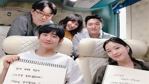 '유열의 음악앨범' 김고은&정해인 100만 관객 돌파 감사 인증샷 공개