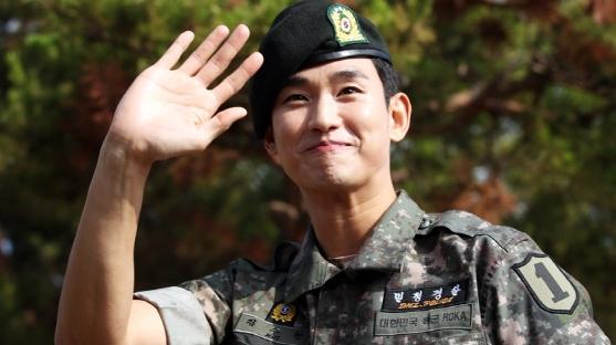 """키이스트 측 """"김수현과 재계약 논의 중, 1인 기획사 설립 들은 바 없다"""""""