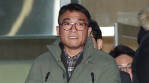 """'성폭행 혐의' 김건모, 12시간 경찰 조사 받고 귀가 """"진실 밝혀지길"""""""