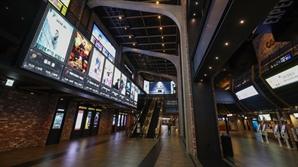 코로나19 여파로 영화관 관객수 집계 이후 역대 최저치 경신
