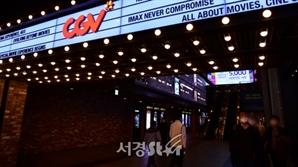 박스오피스 10위 안에 한국영화가 없다…코로나19에 주말관객 역대 최저