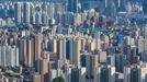 '로또' 수도권 공공분양 최대 5년 의무거주…민간주택도 확대